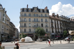 Grenoble-036-Plein-met-fontein