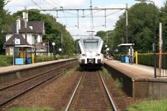 Ransdaal-275-Station-met-in-en-uitstappende-passagiers
