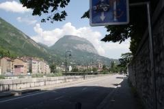 Grenoble-004-Berg-en-weg-langs-LIsère