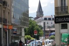 Grenoble-053-Straat-met-kerktoren