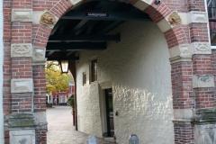 Groningen-349-Turfstraat-met-Gardepoort-Martinikerkhof