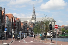 Haarlem-1118-Straatgezicht-langs-Het-Spaarne-met-zicht-op-St-Bavokerk