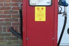 Krabbendijke-011-Antieke-benzinepomp