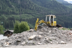 Mühlbach-012-Graafmachine-op-berg-puin