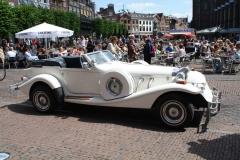 Haarlem-066-Oldtimer-van-bruidspaar-bij-gemeentehuis
