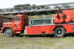 Trintelen-Eys-069-Oude-brandweerauto-op-boerenerf