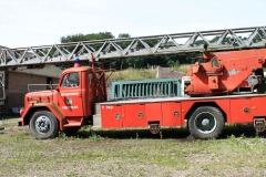 Trintelen-Eys-070-Oude-brandweerauto-op-boerenerf