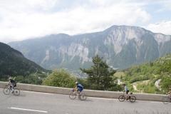 Alpe-dHuez-026-De-berg-met-fietsers