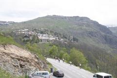 Alpe-dHuez-081-Trainende-fietsers-bij-bergdorp