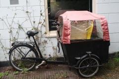 Haarlem-1031-Valkestraat-overdekte-bakfiets