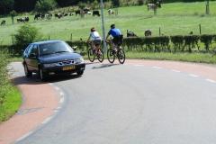 Trintelen-Eys-136-Mountainbikers-en-personenauto