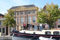 Alkmaar-132-Bierkade-10-waslijn-op-woonboot