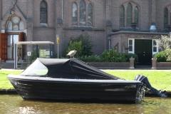 Alkmaar-188-Boot-met-vogel-voor-de-Sint-Josephkerk