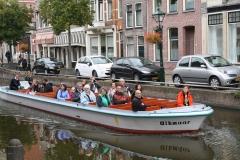 Alkmaar-500-Luttik-Oudorp-Rondvaartboot-in-de-gracht