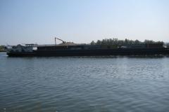 Eben-Emael-110-Binnenschip-met-containers-op-Albertkanaal