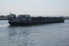 Eben-Emael-112-Binnenschip-met-containers-op-Albertkanaal
