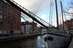 Groningen-233-Roodstenen-pakhuizen-rond-de-AA-haven-en-schip-Mars