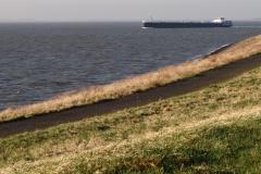 Haven-bij-de-Schelde-015-Voorbijvarend-schip