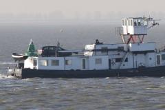 Haven-bij-de-Schelde-030-Voorbijvarend-schip