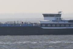 Haven-bij-de-Schelde-033-Voorbijvarend-schip-Werkendam
