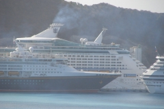 St.-Maarten-0440-De-haven-met-cruiseschepen