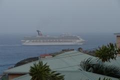 St.-Maarten-1194-Vetrekkend-cruiseschip