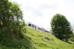 Voerendaal-064-Trein-op-spoorweg-achter-Kasteel-Haeren