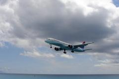 St.-Maarten-0738-Landend-Vliegtuig