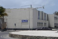 St.-Maarten-1260-Philipsburg-Politiebureau-met-helipkopter-op-dak