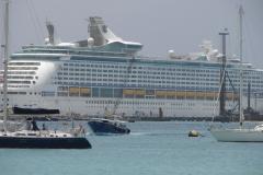 St.-Maarten-1285-Boten-en-cruiseschip