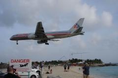 St.-Maarten-1333-Vliegveld-Landend-vliegtuig