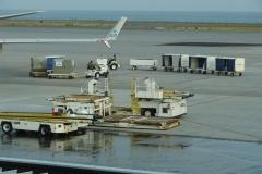St.-Maarten-1343-Vliegveld-Inladen-bagage