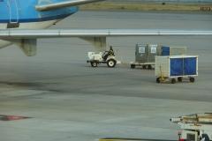 St.-Maarten-1344-Vliegveld-Inladen-bagage