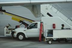 St.-Maarten-1349-Vliegveld-Inladen-bagage