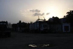St.-Maarten-1214-Vrachtwagens-in-het-schemerig-donker
