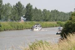 Bunde-059-Julianakanaal-met-plezierboten